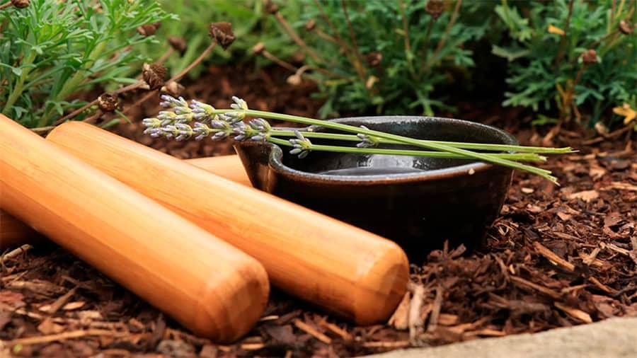 corso massaggio thailandese con canne bambù